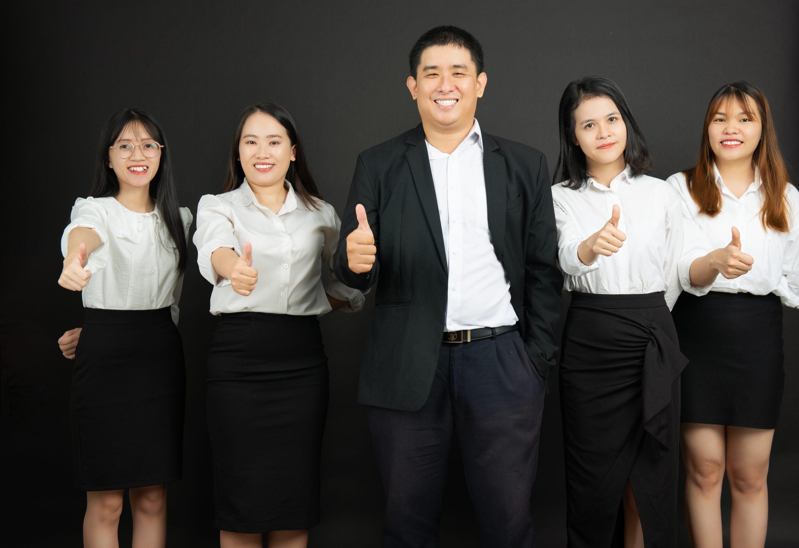 ảnh tập thể đội ngũ nhân sự phamdolaw